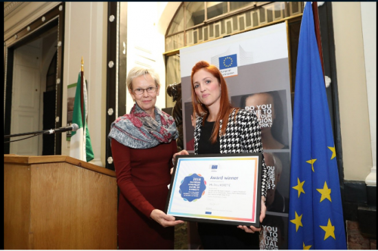 Dora Koretić, Croatia receives her award from Tiina Astola, Director-General for Justice and Consumers